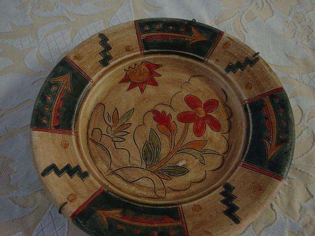Prato regional de artesanato pintado à mão