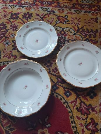 Komplet talerzy porcelanowych PRL 18 sztuk białe w różyczki