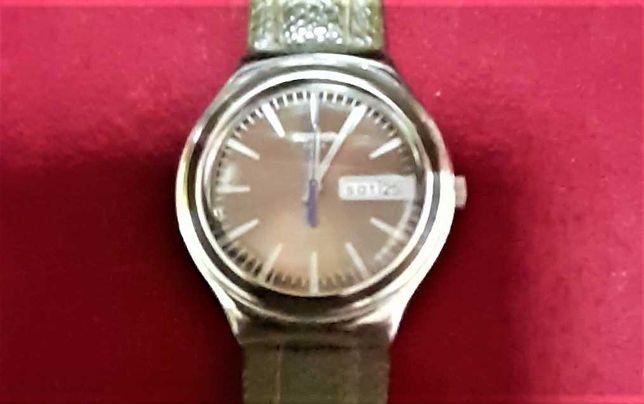 Relógio Swatch Swiss  made V 8 calendário duplo com correia original