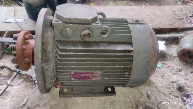 Срочно продам электро мотор двигатель 5,5kW 380V Мощный
