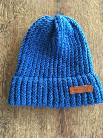 Ciepła niebieska czapka robiona ręcznie z mieszanki wełny Merino