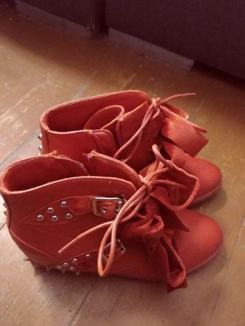 Buty czerwone damskie z ćwiekami