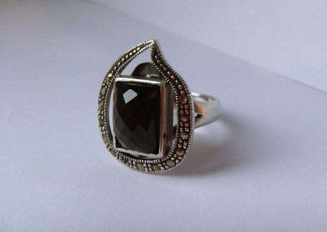 Okazały srebrny pierścionek srebro P 925 onyks markazyty 15 biżuteria