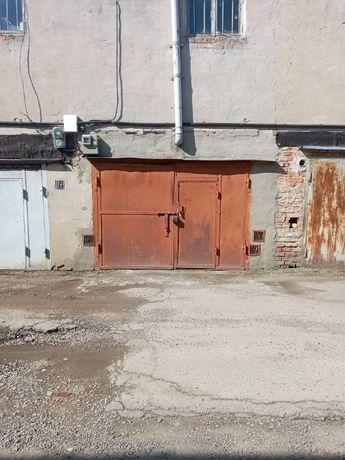 Продам гараж з підвалом.