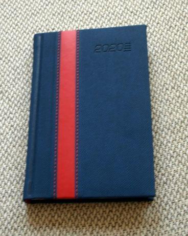 Kalendarz 2020 jako notatnik, A6, niebieski, czerwony pas deko
