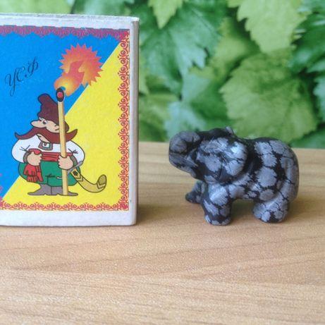 Статуэтка маленький слоник из черного нефрита Ручная Работа