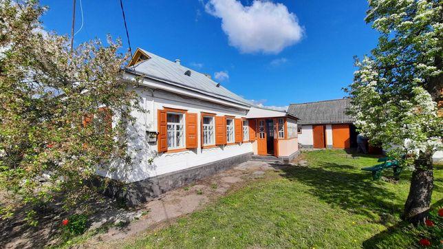 Будинок в с. Білозір'я, неподалік лісу