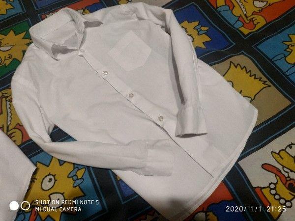 Продам белые рубашки 250 р
