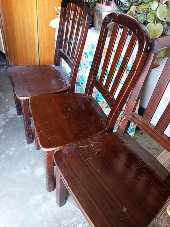 4 Cadeiras de madeira maciça em perfeitas condições