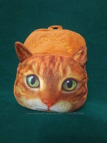 Плюшевый рюкзачек с красивой мордочкой кота.