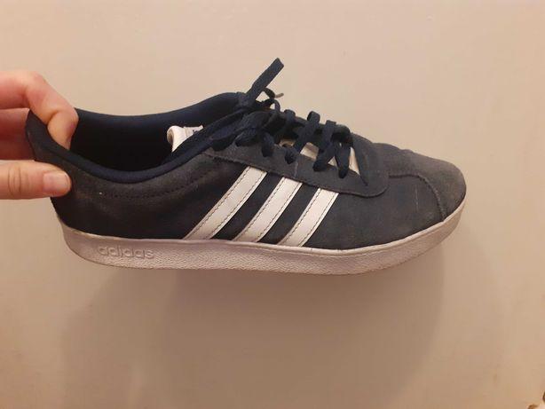 Buty marki Adidas,stan dobry,jedyna wada to lekko wyblakłe