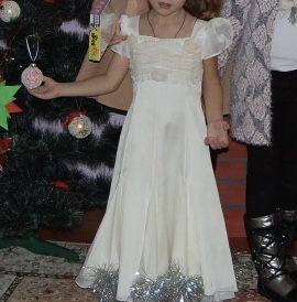 Нарядное платье (снежинки временно пришиты), 5-6 лет