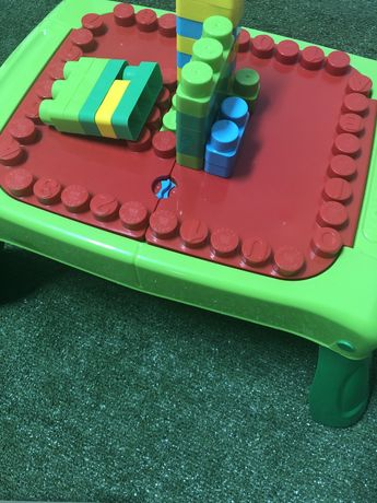 Mesa infantil atividade blocos construcao