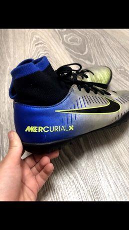 Футбольные кроссовки на мальчика