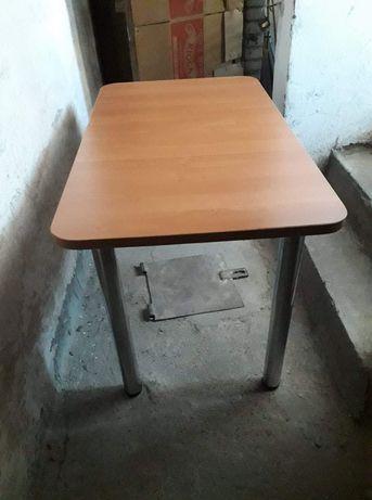 Stol z krzesłami