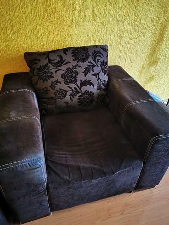 Duży fotel z poduszką 96x98x73