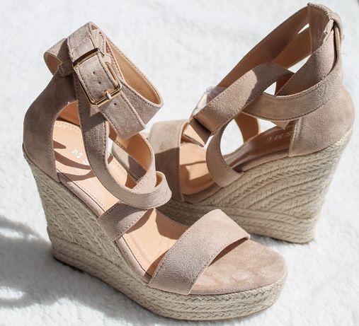 Beżowe sandały na koturnie damskie