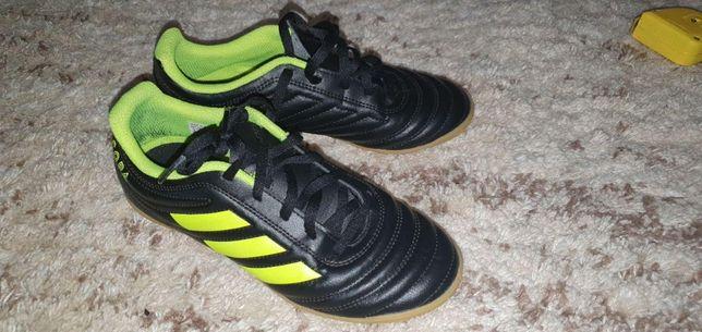 Бутсы, кроссовки, кеды Adidas (стелька 22 см)