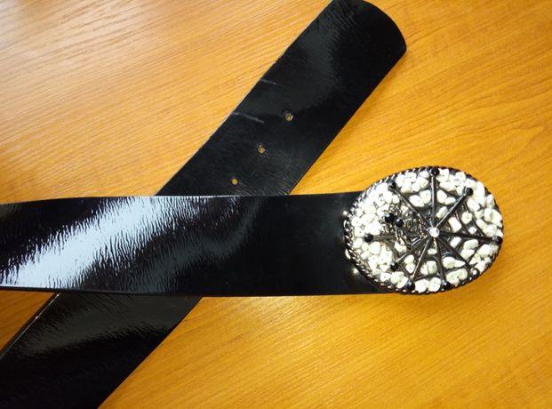 Пояс (ремень) женский кожаный черный лаковый со сменными пряжками