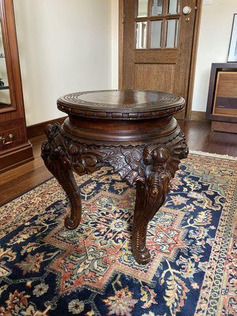 Pequeno banco/mesa de apoio oriental