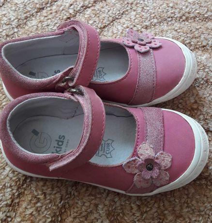 Туфельки для девочки на 3-4 года