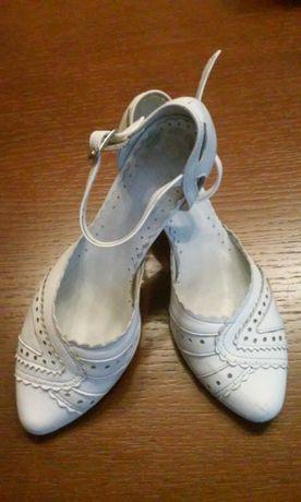 Buty ślubne, białe ze skóry r. 37