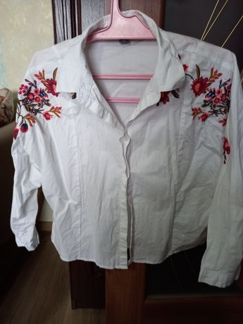 Жіноча сорочка біла