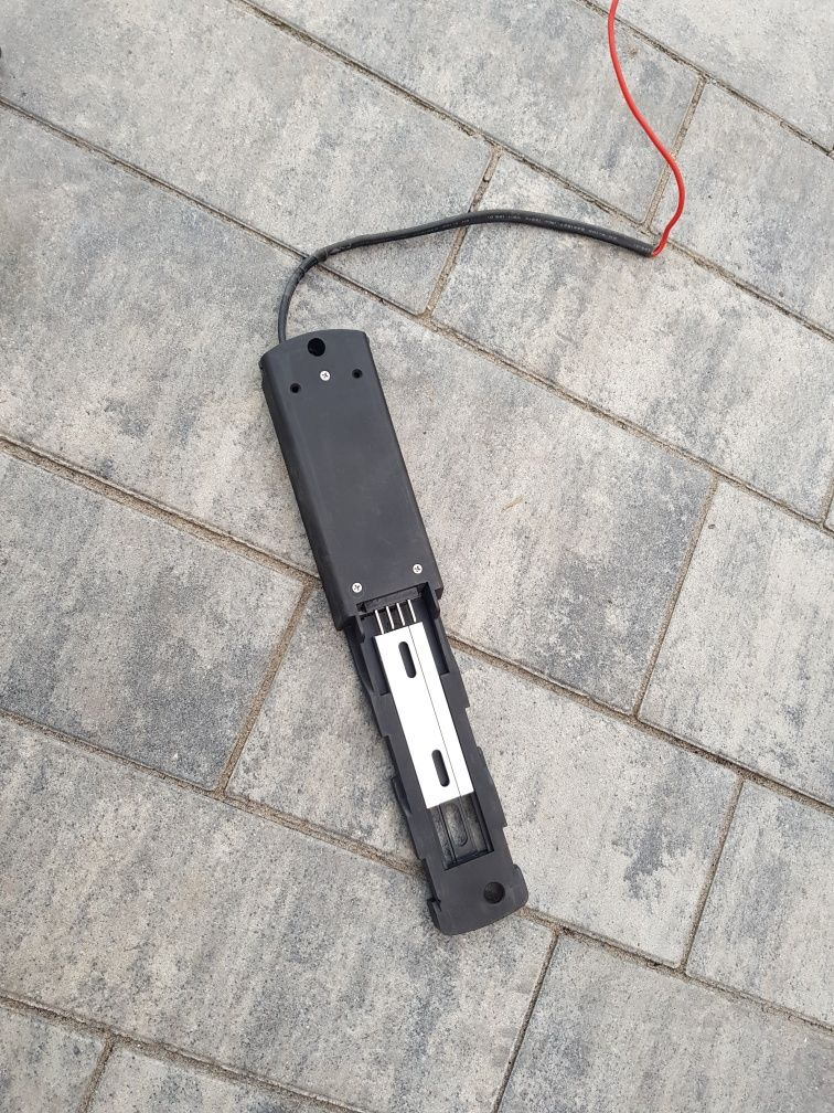 Szyna montażowa do baterii bidonowej
