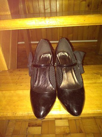 Sprzedam buty, czarne szpilki lakierowane
