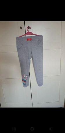 Spodnie dresowe r.122
