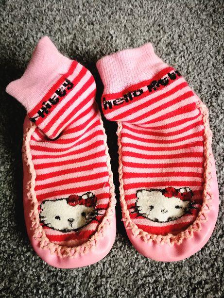 Kapcie skarpetki Hello Kitty roz 24