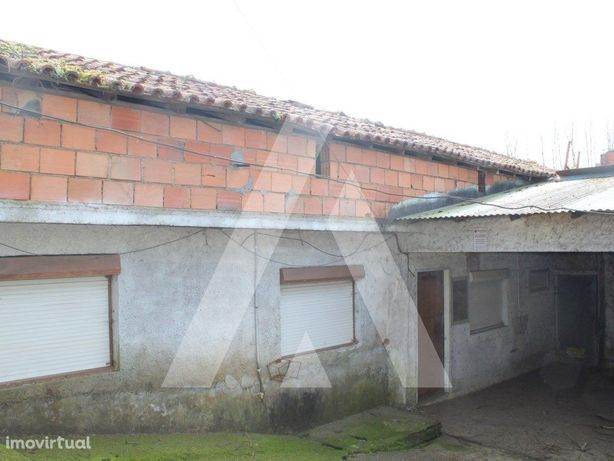 Moradia T2 p/ reconstruir em Lanhezes, Valongo do Vouga