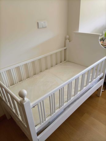 Cama para bebe restaurada