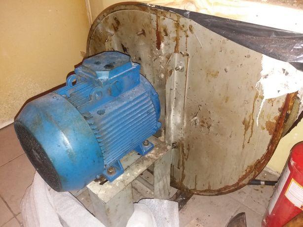 Вентилятор вытяжной (улитка) двигатель АИР 112МВ6 В35 б/у.