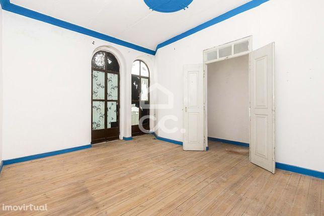 Moradia T2 de 1º andar, com sótão e terraço | Redondo