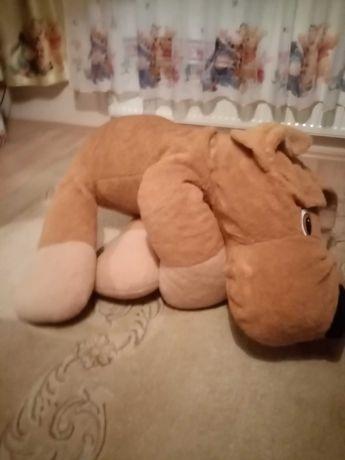 Duży pluszowy pies