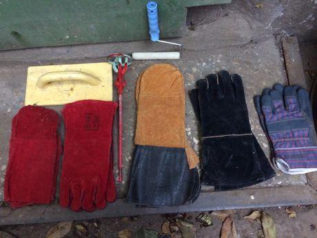 Перчатки рабочие;венчик для строй смесей;удлинитель;болты;пробойники;