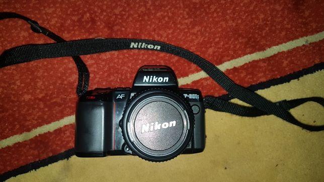Nikon F-801S + objectiva 35-70mm