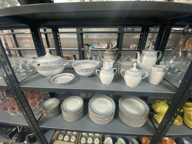 Serviço de Jantar nunca usado em porcelana COIMBRA