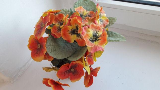 kwiatek sztuczny w doniczce