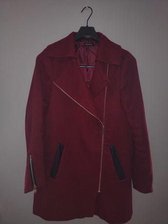Płaszcz o prostym kroju Stradivarius