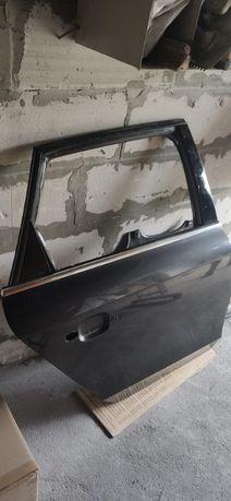 Drzwi tylne prawe Audi A4B8 LŻ7L