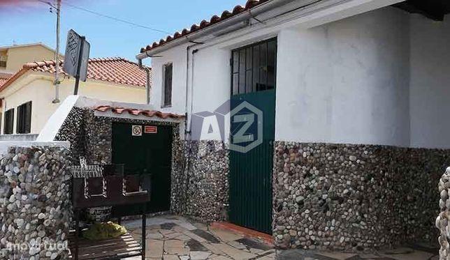 Venda de Prédio constituído por Andar de Moradia T1 + Loja / Restau...