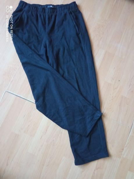 Czarne spodnie dresowe r s