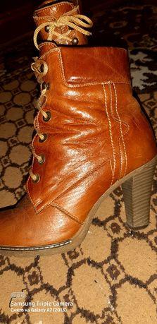 Продам женские ботинки