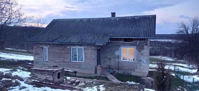 Продається будинок з земельною ділянкою