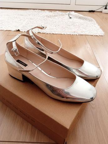 Sapatos clássicos prateados Mango