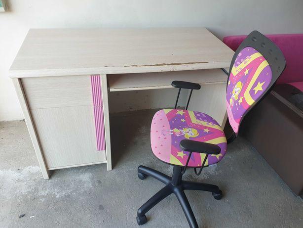 biurko, krzesło obrotowe