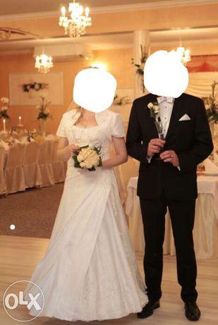 Suknia ślubna obszyta francuską koronką