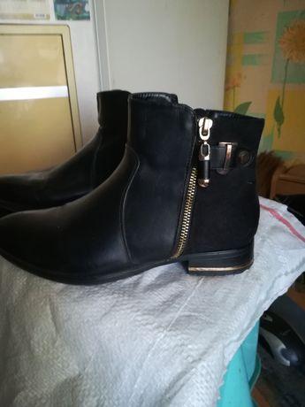 Продам ботиночки женские